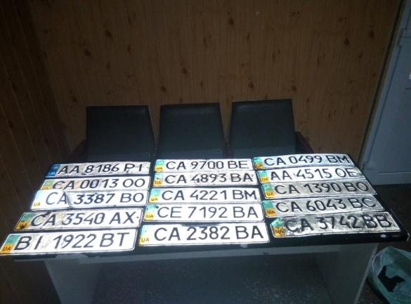 Черкаські патрульні оголосили у розшук власників автомобільних номерів (ФОТО)