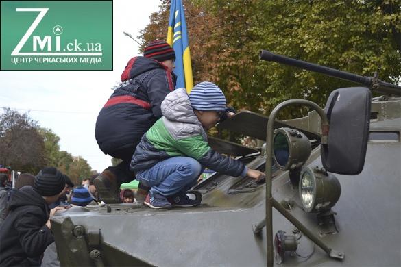 Покладання квітів та виставка техніки: як у Черкасах відзначатимуть День захисника України