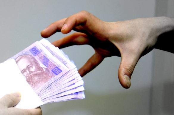 Черкаського посадовця спіймали на хабарі у 20 тисяч гривень