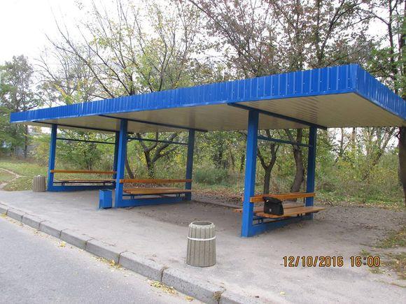У Черкасах відремонтували зупинку, яка була у жахливому стані десятиліттями (ФОТО)