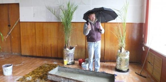 Черкаський драмтеатр вкотре заливає дощем