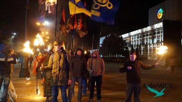 У Черкасах вшанували захисників України смолоскипною ходою (ВІДЕО)