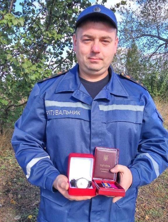 Мужність черкаського рятувальника особисто відзначив Президент