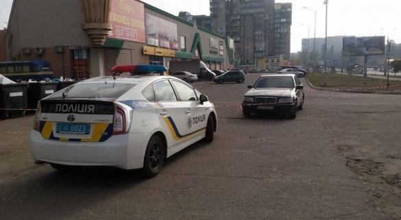 Черкаські патрульні спостерігали за автівкою, у якій знайшли підозрілий пакет