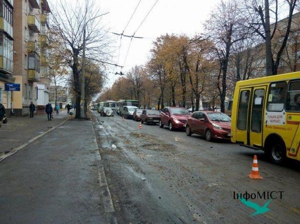 Рух на бульварі Шевченка в Черкасах ускладнений