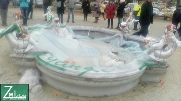 Стало відомо, яке покарання понесе черкаський художник за розмальований фонтан
