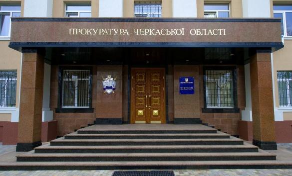 Біля черкаської прокуратури замість пандусу збудували гірку (ФОТО)