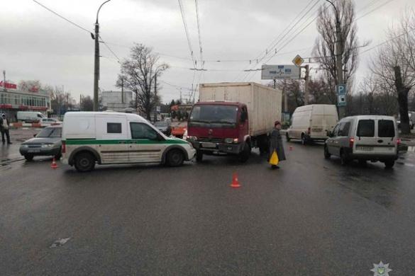 Черкаські поліцейські розповіли подробиці ДТП за участі інкасаторської машини (ФОТО)