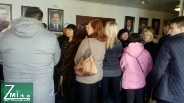 Батьки учнів школи № 17 стали на захист скандальної черкаської вчительки