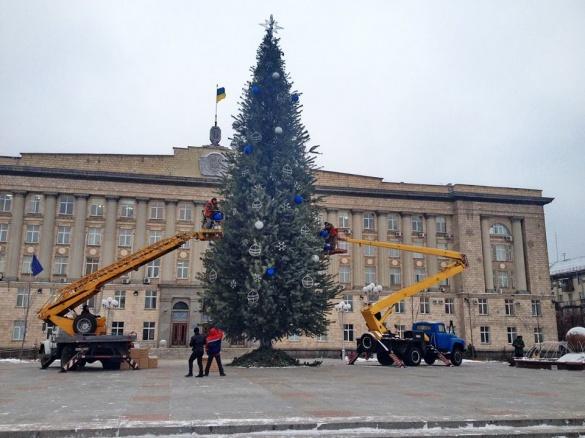 Центр Черкас прикрасили до новорічних свят (ФОТО)