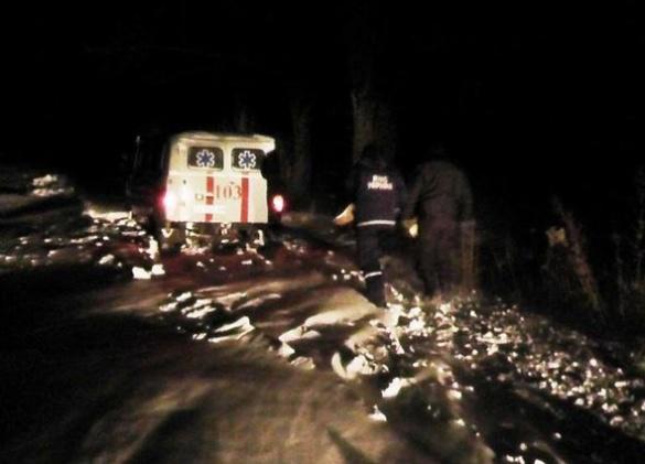 На Черкащині рятувальники визволили із снігового полону дві карети швидкої допомоги