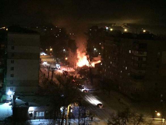 У мережі з'явилося відео пожежі у приватному будинку в Черкасах