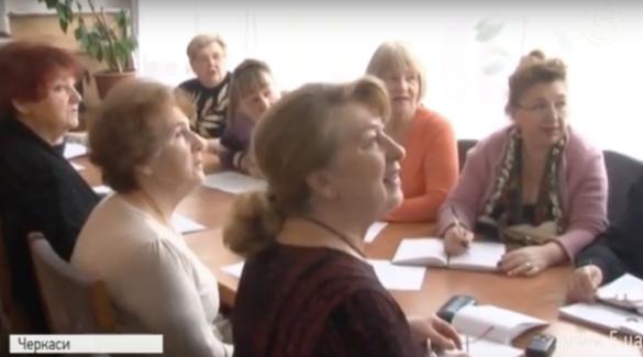 У Черкасах пенсіонери вчать англійську, співаючи (ВІДЕО)