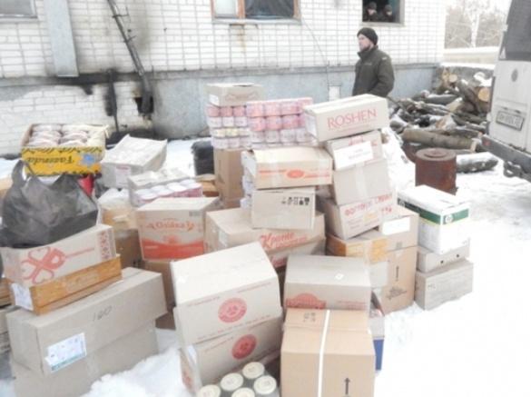 Небайдужі черкащани відправили на фронт три тони допомоги (ФОТО)