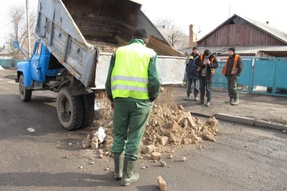 Дешево та сердито: як у Смілі дорогу ремонтували (ВІДЕО)