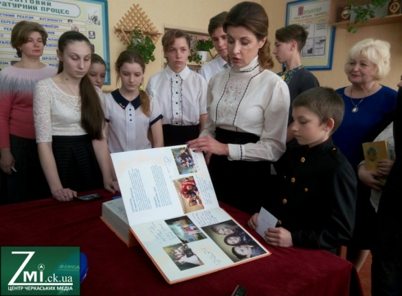 Дружина Президента привезла до Канева особливу книгу (ФОТО)