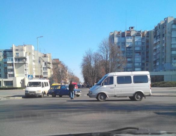 Через ДТП у Черкасах на Хрещатику утворився затор (ФОТО)