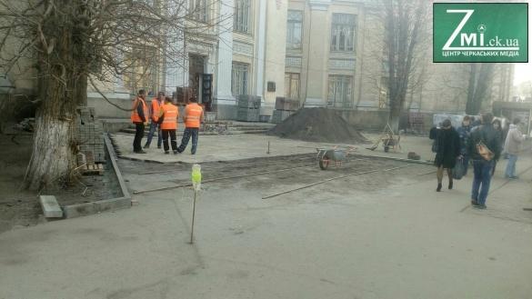 За красу: площу в центрі Черкас повністю очистять від кіосків