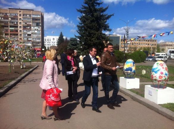 Писанки у центрі Черкас оцінили члени журі (ФОТО)
