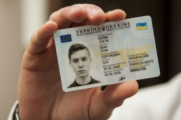 Нові паспорти: черкащанам доводиться звикати до незручностей із ID-картками