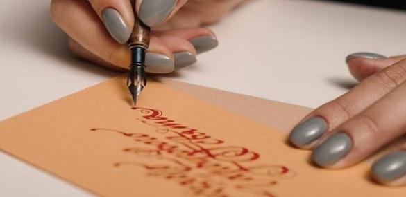 Черкащанка захоплюється мистецтвом каліграфії
