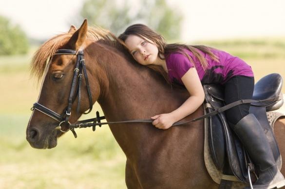 За допомогою коней у Черкасах лікують дітей (ВІДЕО)