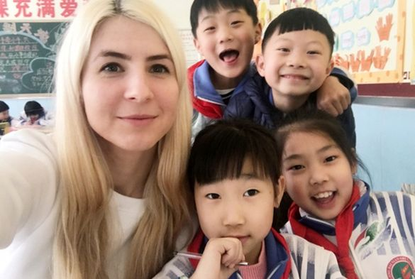 Лайфхак. Жителька Черкас зуміла підкорити дітей у китайській школі