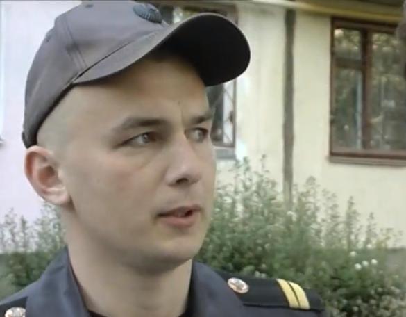 Мешканці черкаської багатоповерхівки віддячили бійцю ДСНС за врятовані життя