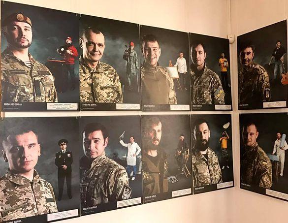 У Черкасах жінки-волонтери презентували фотовиставку про війну (ФОТО)