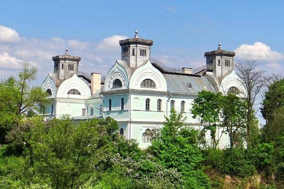 На Черкащині є палац, який рекомендують обов'язково побачити всім українцям і туристам