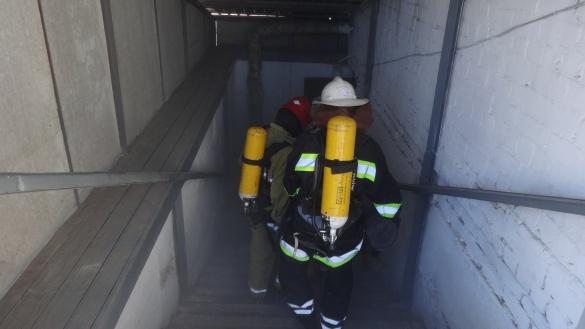 Черкаські бійці ДСНС тренувалися рятувати людей у задимленому приміщенні