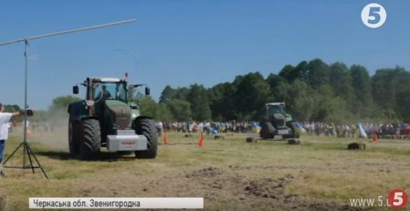 Битва машин: на Черкащині розважалися трактористи (ВІДЕО)