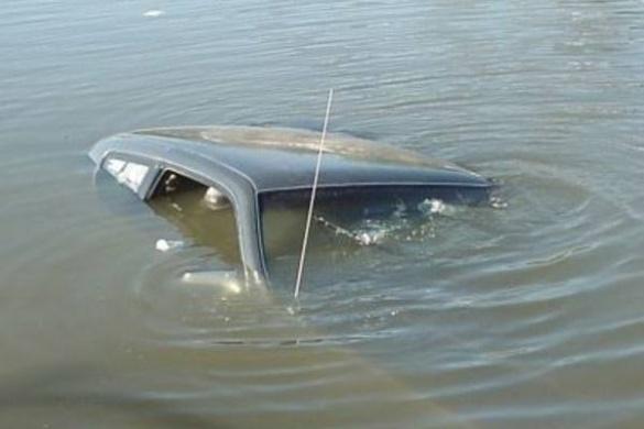 На Черкащині в Дніпрі затонув автомобіль (ФОТО)