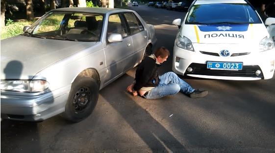 У Черкасах п'яний водій намагався втекти від поліції (ВІДЕО)