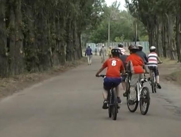 У Черкасах діти активно проводять канікули в спортивному таборі