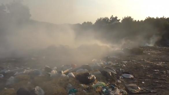 На Черкащині рятувальники кілька годин боролися з пожежею на сміттєзвалищі
