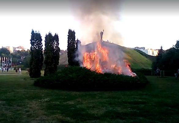 У Черкасах загорілася Долина троянд (ВІДЕО)