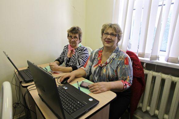 У Черкасах для пенсіонерів заснували комп'ютерні курси (ВІДЕО)