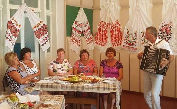 Депутата облради частували в жіночому клубі