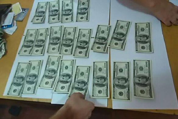 На Черкащині поліцейському пропонували 2 тисячі доларів хабара (ФОТО, ВІДЕО)