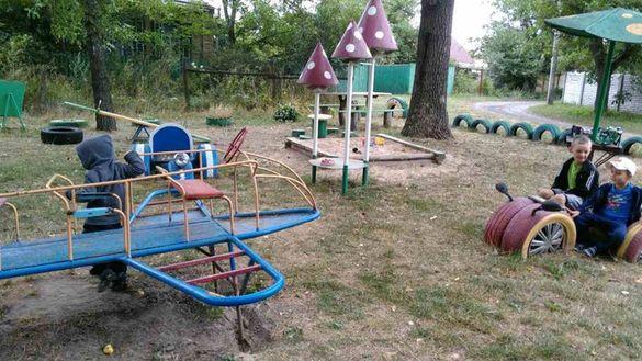 У Черкасах намагаються відібрати дитячий майданчик, зведений за кошти батьків
