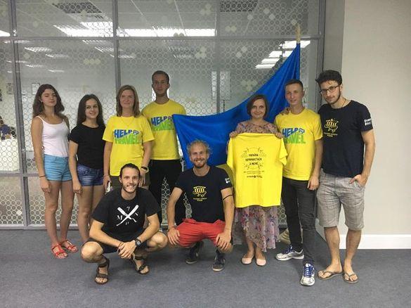 Як волонтери черкаського проекту подорожують і допомагають селянам