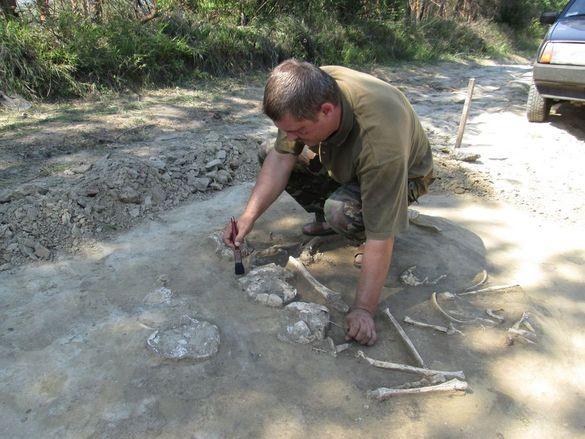 На Черкащині після сильної зливи виявили стародавнє поховання