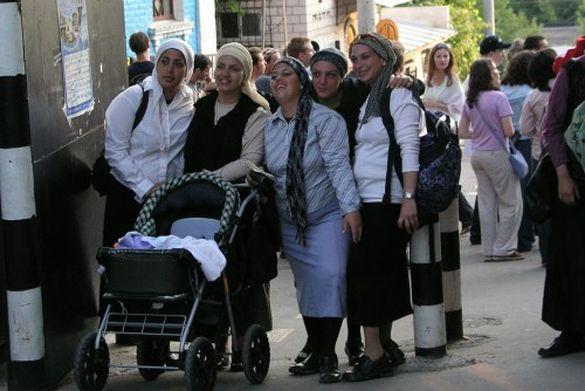 Єврейські дівчата приїхали до Умані, аби попросити собі чоловіка