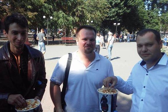 На сесію, як у кінотеатр: черкащани принесли попкорн (Фотофакт)