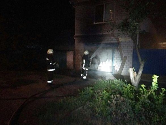 У центрі Черкас невідомі підпалили гараж (ФОТО)