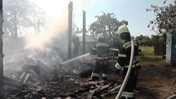 На Черкащині через дитячі пустощі сталася масштабна пожежа