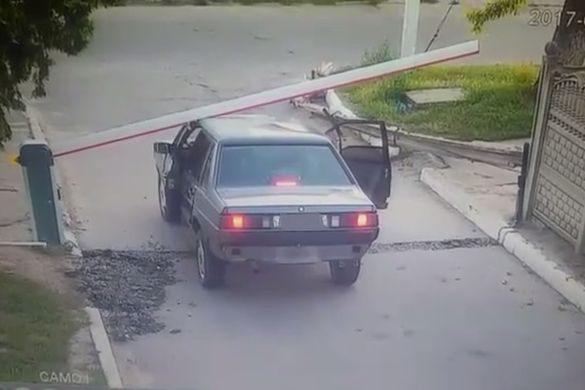 На Черкащині водій намагався проїхати через закритий шлагбаум (ВІДЕО)