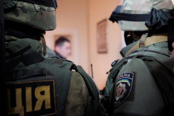 Розбита голова та погром у квартирі: екс-поліцейський із Черкас звинувачує своїх колег у свавіллі