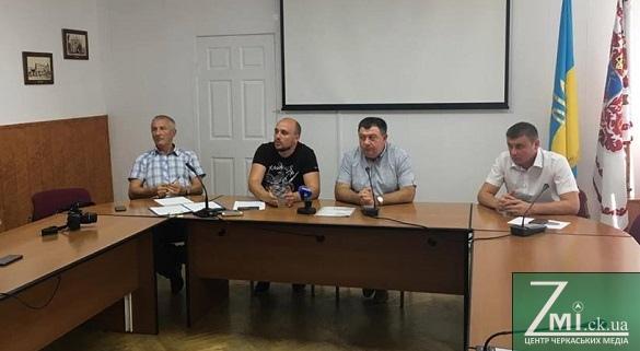 Як депутати Черкаської міськради відреагували на ініціативу мера про розпуск